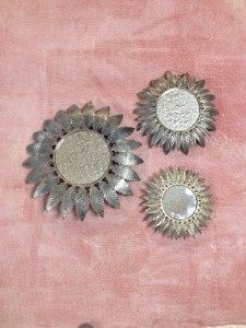 casa-pasiva-moncalvillo-lamparas-metalicas-convertidas-espejos
